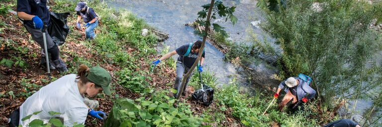 Die AXA im Kampf gegen den Abfallberg bei der Sihl.