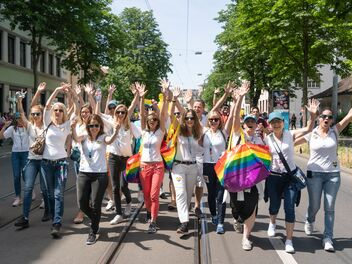 Les collaborateurs d'AXA participent à la Zurich Pride 2019